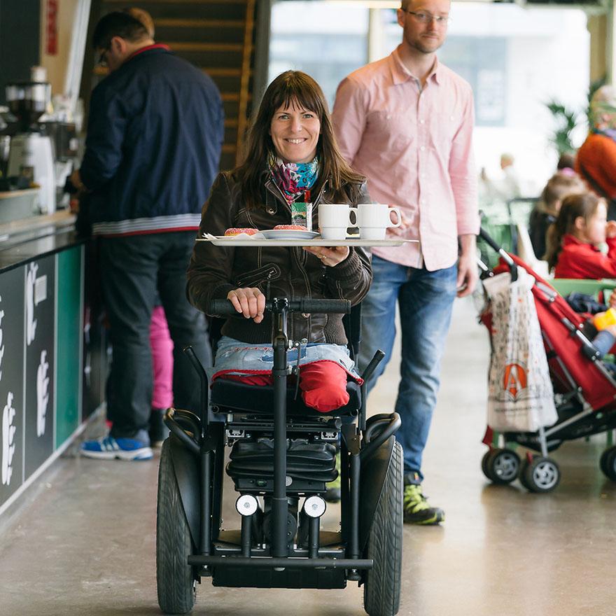 Årets uppfinnarkvinna 2014 heter Marit Sundin. Hennes uppfinning AddSeat ger rörelsehindrade större möjligheter till ett aktivt liv. Foto: Michael Levin