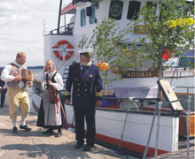 Bengt-Arne Bursöheim erbjuder  inte bara havsfiske och lerskytte,  han viger även brudpar ombord på  Wittskär.