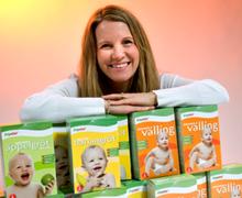 Kristina Kallur från Falun driver barnmatsföretaget EnaGo  som är specialiserat på traditionell svensk barnmat utan  ingrediensen mjölk. Idén fick hon när hennes son visade  sig vara mjölkallergiker och det inte gick att köpa barnmat  till honom i butikerna.