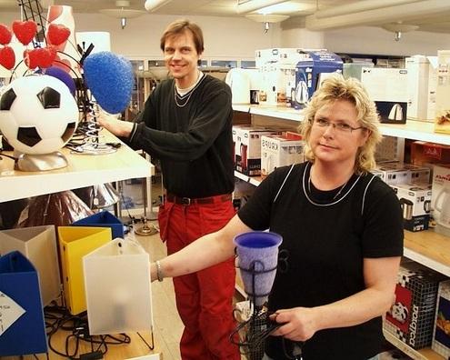 Lars-Inge och Marianne Malmqvist är glada att de inte tillhör en större elkedja.  Nu kan de istället sälja mer unika produkter utöver ordinarie sortiment, vilket  uppskattas av deras kunder.