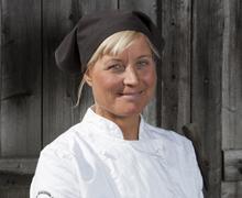Marie driver Åre Chokladfabrik  tillsammans med två väninnor.  Till sin hjälp har de 25 anställda.