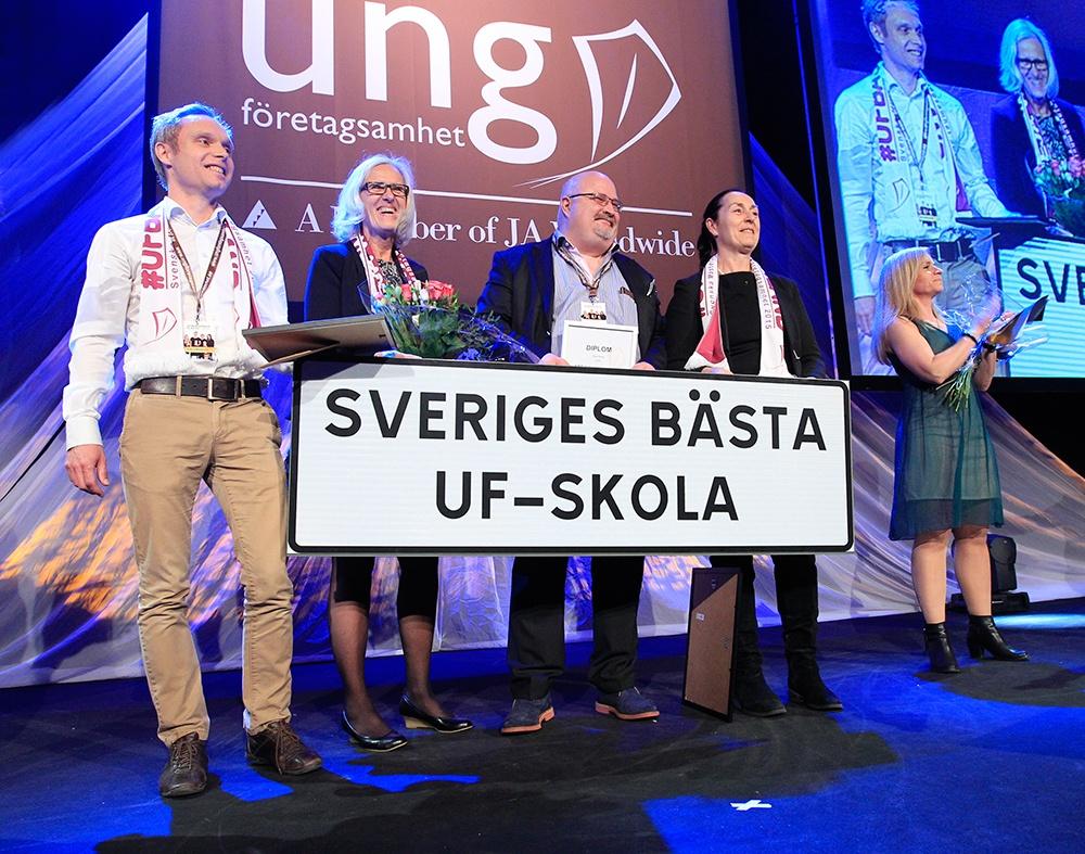ABB Industrigymnasium i Västerås är bäst i landet på att jobba med entreprenörskap bland eleverna. Därför fick skolan Vismas pris för Årets UF-skola när SM i Ung Företagsamhet avgjordes på Stockholmsmässan