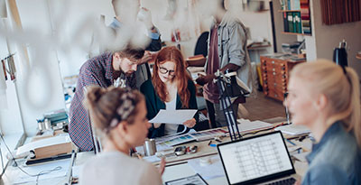 En arbetsdag hos ett småföretag som använder löneprogram Visma Lön