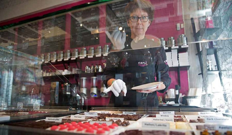 Hon lämnade chefsjobbet för att tillverka chokladpraliner